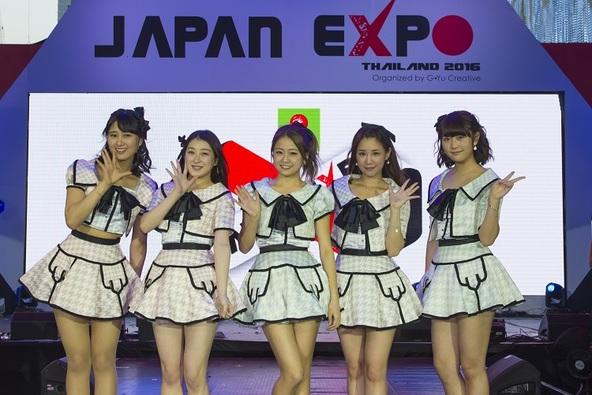 AKB48らがタイで開催されたJAPAN EXPO THAILAND 2016に出演!2万人のファンが詰めかけ、一大ムーブメントに!