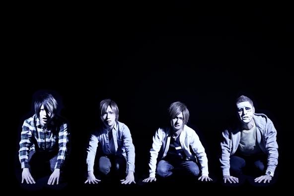 ニューシングル「水商売をやめてくれないか」がオリコン週間シングルランキング初登場4位を獲得したゴールデンボンバー