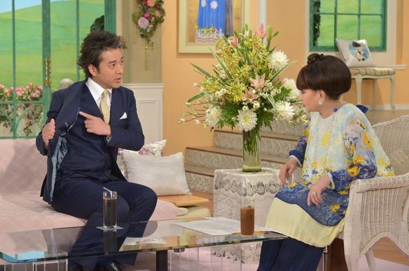 『徹子の部屋』ゲストのムロツヨシ(左)、司会の黒柳徹子(右)(1) (C)テレビ朝日