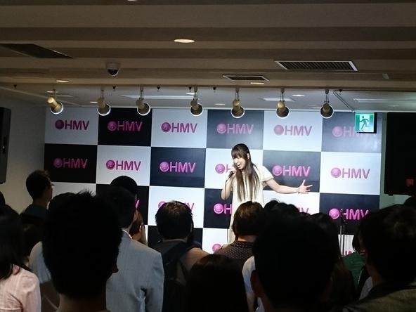 吉岡亜衣加、シングル発売記念イベントで新曲熱唱「溢れるように感情が押し寄せてくる楽曲」