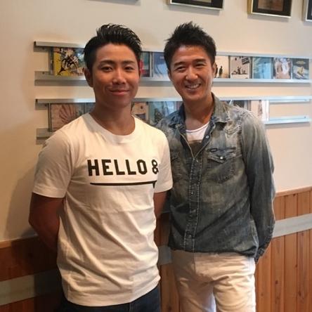 DEEN・池森秀一(写真右)のプロデュースでデビューを果たすRyo