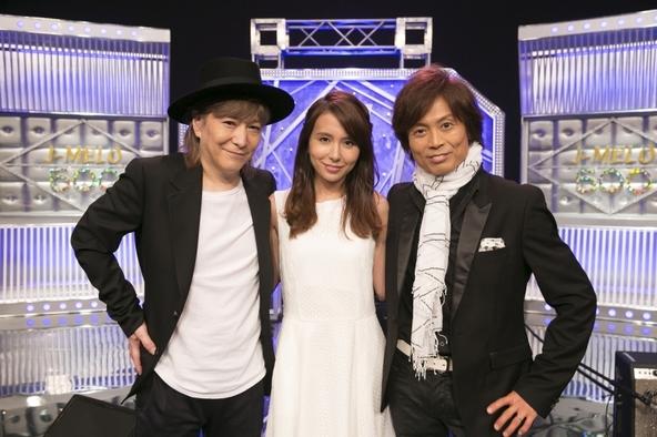 海外向けの日本の音楽情報番組「J-MELO」で小室哲哉、つんく♂、May J.が共演、初パフォーマンスを行う