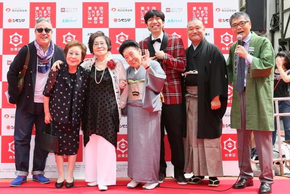 レッドカーペット:「台東区観光大使」…(左から)林家しん平、海老名香葉子、浅香光代、内海桂子、ねづっち、友吉鶴心、いとうせいこう