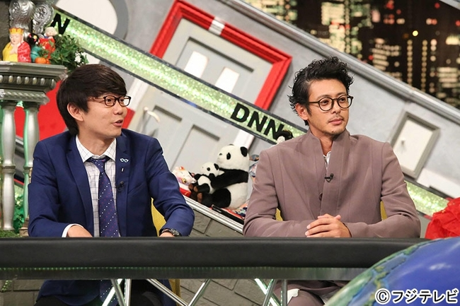 11月4日(金)放送「全力!脱力タイムズ」にゲスト出演するオダギリジョー(写真左)と、三四郎・小宮 (c)フジテレビ