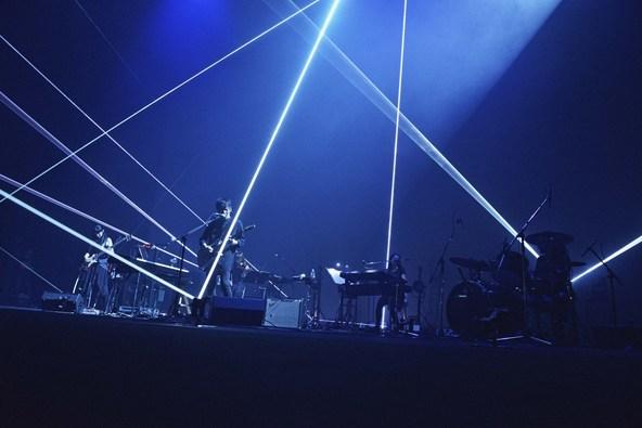 TK from 凛として時雨、鮮やかな光と映像で彩ったツアー『Signal to Noise』ファイナル公演レポート