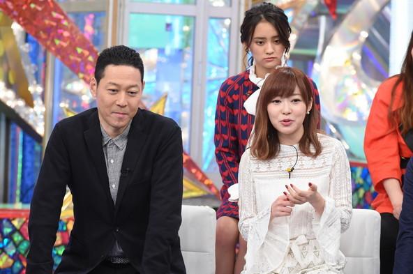 『耳が痛いテレビ 芸能界カスタマーセンター』前列左から:東野幸治、指原莉乃、後列:岡田結実 (c)NTV