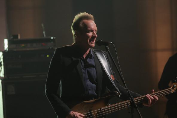スティングが『SONGS』でスタジオライブ、独占インタビューでデヴィッド・ボウイやプリンスの死を語る