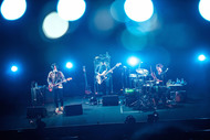 People In The Boxのホールツアー開幕 2部構成の重厚なライブで魅了