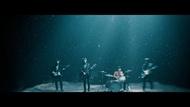 The Birthday、2トンの砂をスタジオに持ち込み深海を表現した「抱きしめたい」MV公開