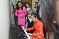 小室哲哉が天皇皇后両陛下のご訪越に合わせベトナムへ、音楽を通じて両国の架け橋に