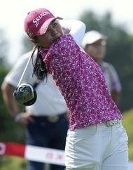 女子ゴルフの新垣比菜選手が、巨人オープン戦の始球式に登場