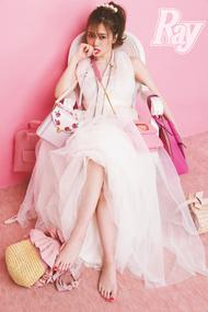 ピンク色に染まる白石麻衣!高山一実、桜井玲香、秋元真夏ら乃木坂46メンバーと『女子グループでモテるヒケツ』を披露