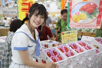 『沖縄マンゴー大使』任命式に出席した、小畑優奈(SKE48)(1)