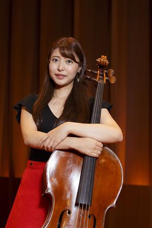 ボーダーレスな活躍を見せる新倉 瞳(チェロ)インタビュー~クレズマーライブで魅せる新たな一面