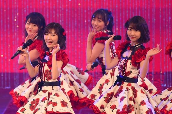 AKB48が年内で卒業する渡辺麻友のラストセンター曲を熱唱!豪華18組のアーティストが一夜限りの競演