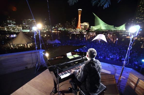 """槇原敬之もSPライブ披露で「木のすごさを感じに来て」、""""世界一のクリスマスツリー""""初日に3万人を超える大観衆"""
