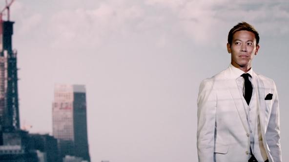 """「プロサッカー選手」と「経営者」の二面性を持つ本田圭佑が """"その先へ""""進み続ける新CM、イエモンの楽曲も「かっこいい」"""