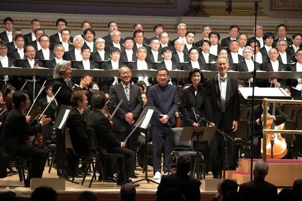 日本のアマチュア男声合唱団としては異例のNYカー ネギーホール公演。2,800名の拍手喝采。 (1)