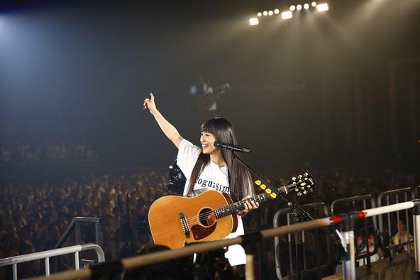 miwa「これからも私とアコギの物語を続けたい」アコギ弾き語りで47都道府県を制覇!初ベストの詳細も発表