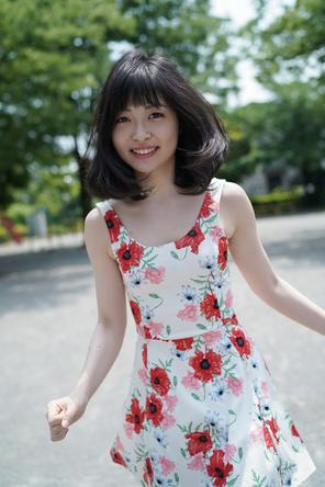 声優界からの新たな刺客!WUGの吉岡茉祐が「週プレ」初登場、花柄ワンピでナチュラルな魅力ふりまく
