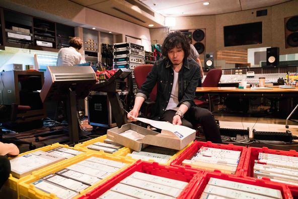 斉藤和義、名曲「歌うたいのバラッド」の意外な誕生秘話や音へのこだわりなど貴重なエピソード満載の特別番組放送