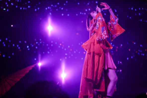 LiSA「期待しかしないでね!」100公演目となった「LiVE is Smile Always」大阪城ホールのライブの模様がテレビ放送