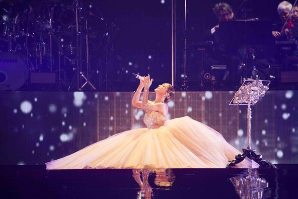 """浜崎あゆみ、""""音楽の力""""という歌姫の想いを掲げた20周年記念ツアーファイナル公演の模様がテレビ放送!"""