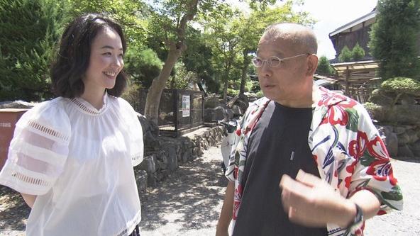『鶴瓶の家族に乾杯』黒木華、笑福亭鶴瓶 (c)NHK