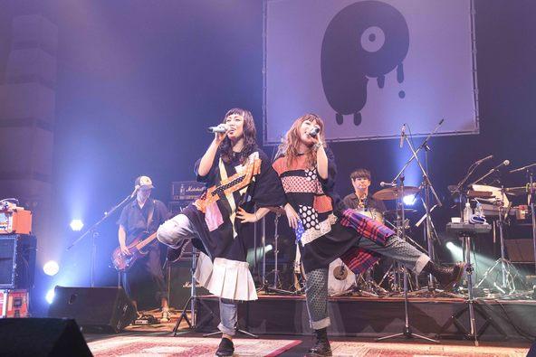 PUFFY、大ヒット作『JET CD』再現ライブで感慨「民生さんに、ありえないくらいしごかれたレコーディングとか思い出した」