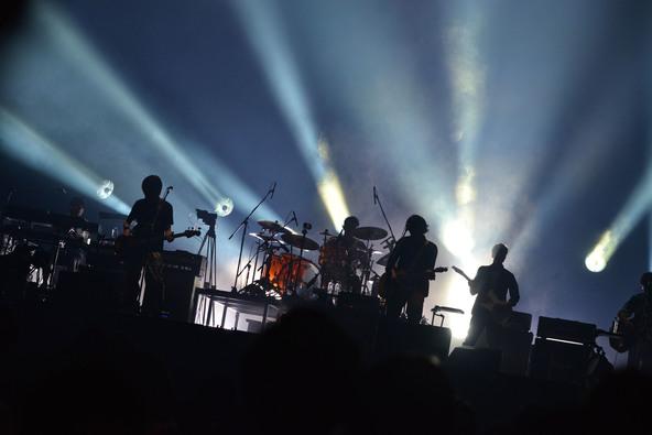 back number「素晴らしい場所に俺たちを連れてきてくれた」新旧様々な楽曲を披露、大団円となった初の東京ドーム公演がテレビ放送!