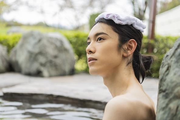 セクシーショットに女装、断髪…「こんな沢城千春、見たことない!」声優・沢城千春の1st写真集が自身の誕生日に発売