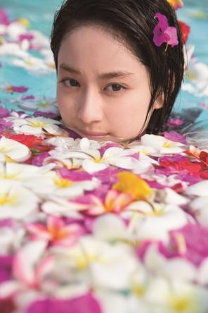 平祐奈「20歳の私と過ごして」、大好評の写真集未掲載の秘蔵カットで構成された2019年カレンダーが発売決定!
