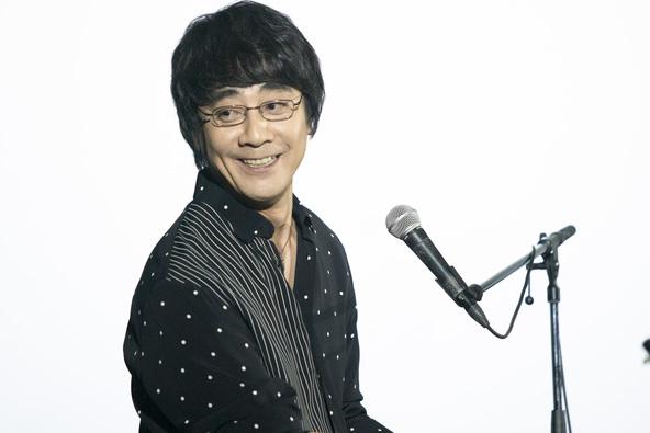山崎まさよしが音楽と主題歌を担当の映画「君から目が離せない」、「映画の中で鼻歌を歌わせてしまって…」と監督が謝罪!?