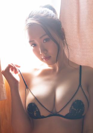 サイバージャパンダンサーズ・HARUKAがセクシーランジェリーで魅了! 『週プレ』にソログラビア掲載