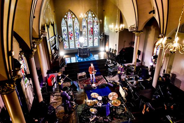 Suchmos、最新アルバム『THE ANYMAL』の発売を記念し教会で収録されたコンセプチュアルなセッションを放送!