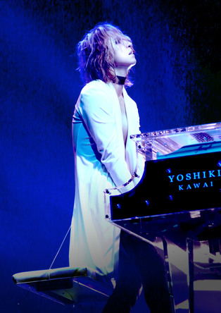 YOSHIKI、風当たりの強かったX JAPANのデビューを振り返り未来の構想を語る「HIDEとTAIJIの夢も背負って世界で戦っています」