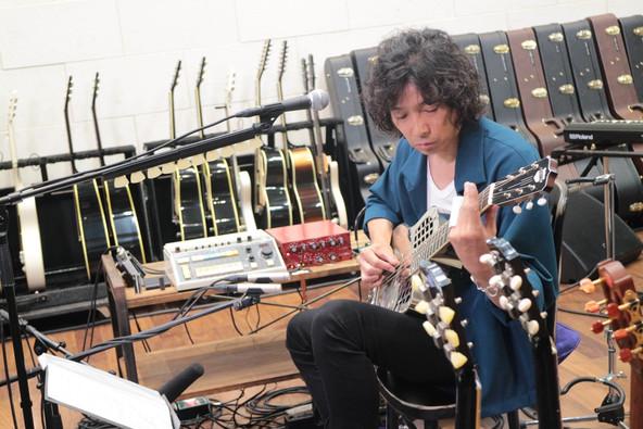 斉藤和義本人が解説、自作ギターも紹介!弾き語りライブ「Time in the Garage」の裏側に迫る特番をWOWOWで9/16放送! (1)