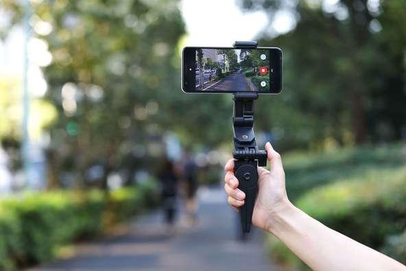 動画撮影、セルフィー、定点観測、動画鑑賞、使い方いろいろ!「DIME」1月号特別付録にスタンド一体型の簡易スマホジンバル