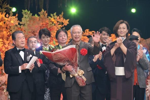 氷川きよしも感極まる…松岡弘一作詩「最上の船頭」が第52回日本作詩大賞に! 受賞者コメント到着