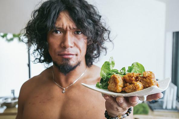 『レスラーYAMATOの筋肉キッチン』は、調理師&フードコーディネーターの資格を持つレスラーによる前代未聞の料理本!
