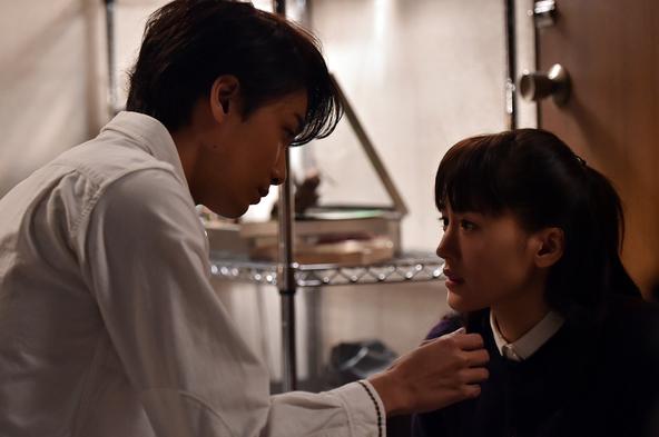 コテージの先輩の先輩・浩介(井上芳雄)と恭子(綾瀬はるか) (c)TBS