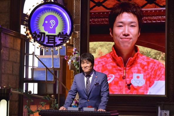 『林先生が驚く 初耳学!SP』林先生に問題を出題する水谷隼選手 (c)TBS