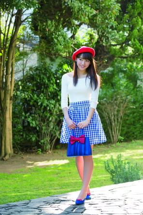 浅川梨奈の清楚な美少女姿のグラビアも掲載されている「週刊少年サンデー」14号