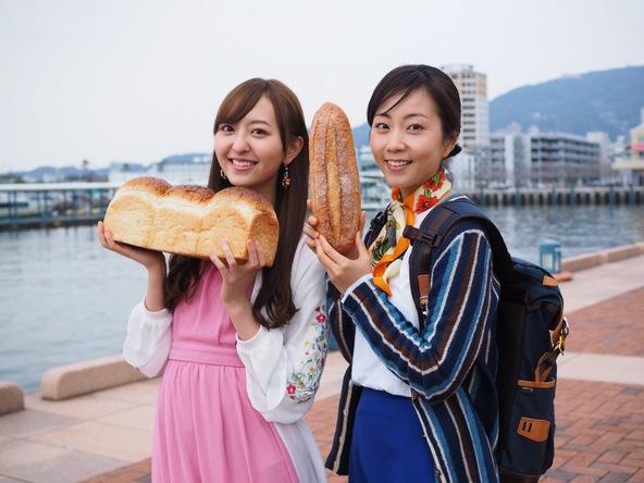 木南晴夏・HKT48森保まどか『パン旅。』佐世保市 ふ頭 (c)NHK