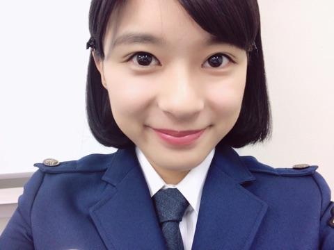 芳根京子が公開した、ドラマ『小さな巨人』での婦人警官の制服姿