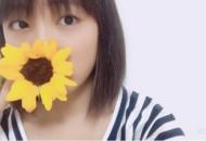 """大友花恋、ひまわりとのツーショットにファン反響!美少女が語る花言葉は""""私はあなたがけを見つめる"""""""