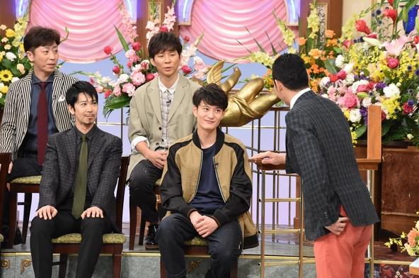 『行列のできる法律相談所』上段左から:後藤輝基、渡部建、下段左から:手塚とおる、岡田将生、MC:東野幸治 (c)NTV