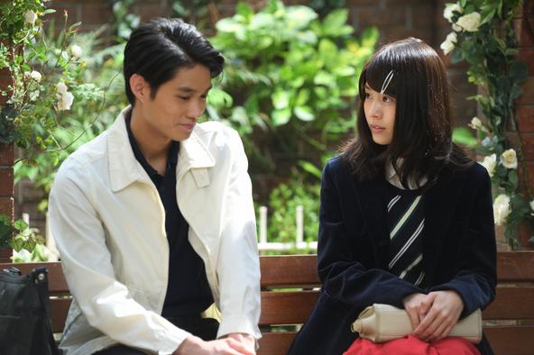 有村架純主演「ひよっこ」 みね子(有村架純)とヒデ(磯村勇斗)。 (c)NHK2017
