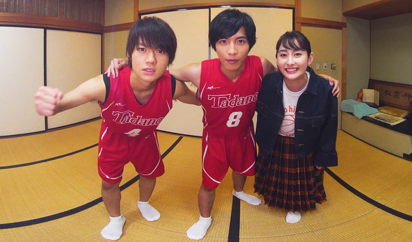志尊淳、佐野勇斗らユニフォーム姿の人気俳優を360度VRで堪能!8人の俳優達がカメラを囲んでトーク&ゲーム