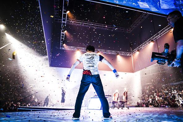 東大出身のプロゲーマー・ときど選手の「EVO2017」優勝時の写真も!世界初となる格闘ゲーマーの写真展が開催